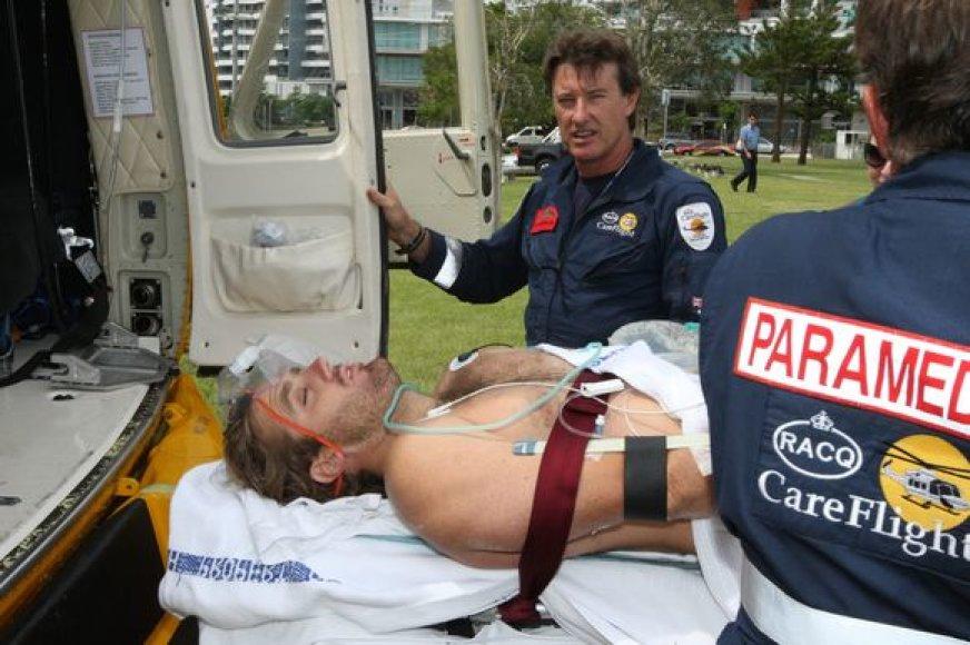 Ryklio sužalotas banglentininas buvo nugabentas į ligoninę.