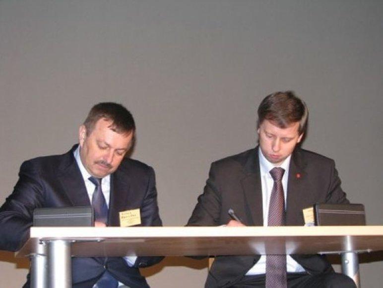 Dviejų didžiausių Lietuvos miestų vadovai V.Navickas ir A.Kupčinskas dvimiesčio deklaraciją pasirašė Kaišiadoryse.