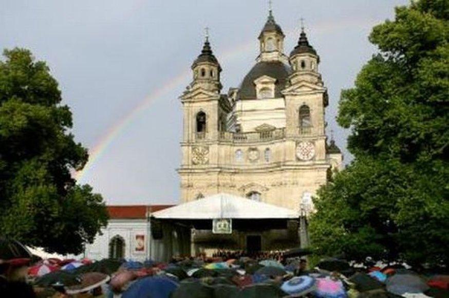 Pažaislio vienuolyne prasidėjęs festivalis vėliau apkeliaus įvairias Kauno, rajono ir kitas Lietuvos vietas.