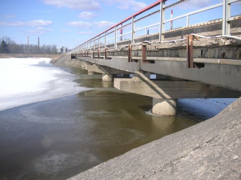 Tiltas per Varduvą.