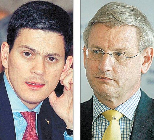 Jungtinės Karalystės užsienio reikalų sekretorius Davidas Milibandas, Švedijos užsienio reikalų ministras Carlas Bildtas.