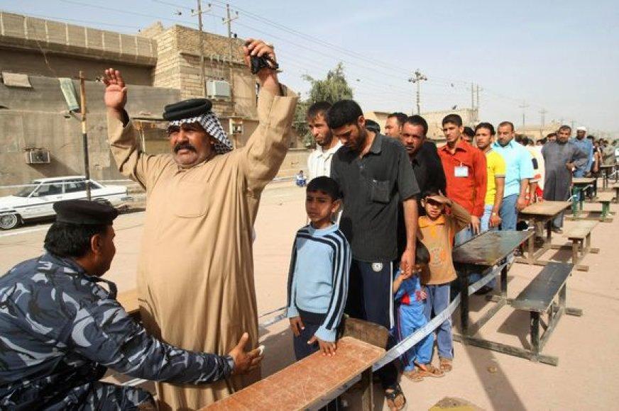 Irake rinkėjai atėjo atiduoti savo balsą.