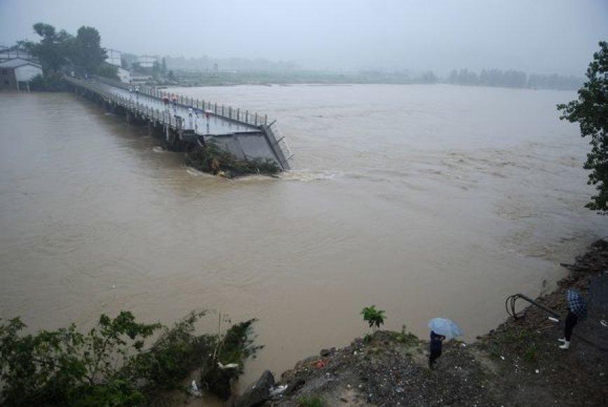 D4l ptvynio nuo birželio 13 dienos evakuoti daugiau nei milijonas gyventojų.