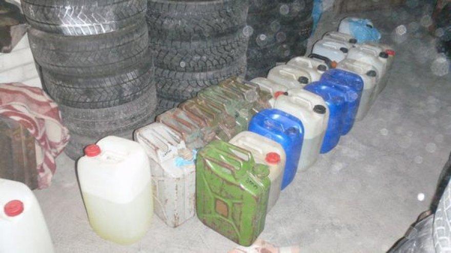 Pareigūnai rado ir aptiko apie 60 litrų A92 benzino.