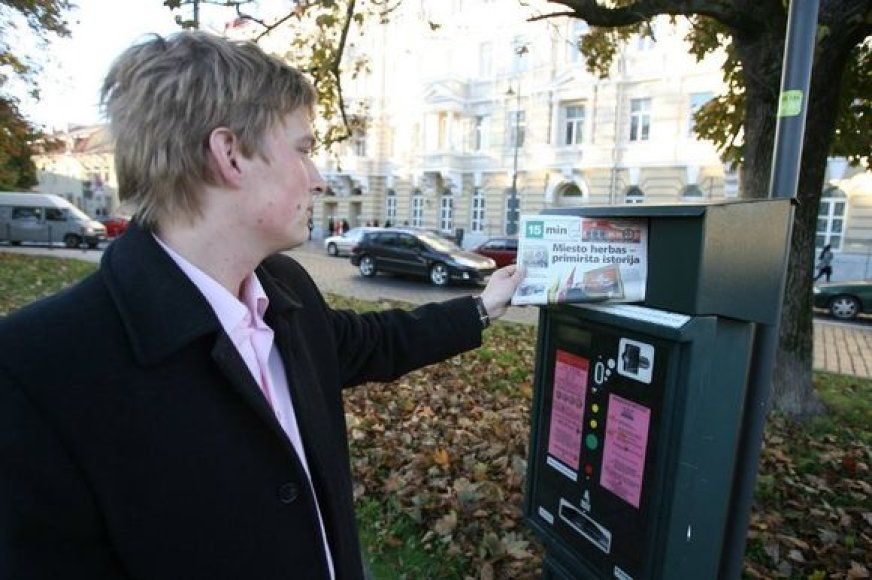 """Šiuo metu skaitytojai laikraščio """"15 min"""" jau gali dairytis ant 30-ties svarbiausiose sostinės gatvėse esančių mokėjimo automatų."""