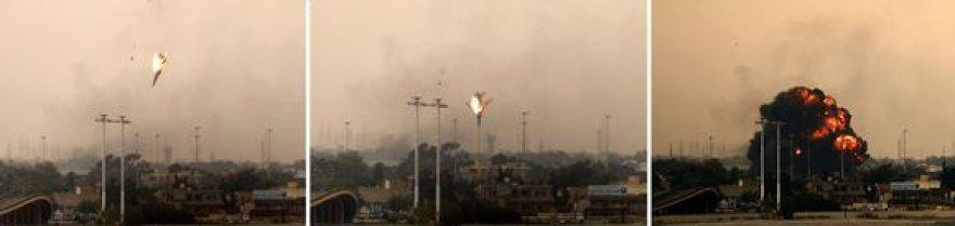 Libijos sukilėliai numušė karo lėktuvą virš Bengazio