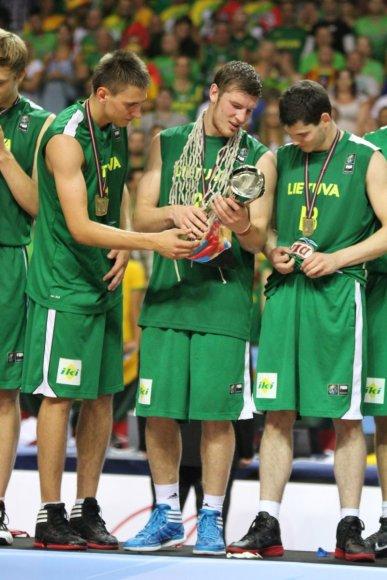 """Naujieji """"adiZero Crazy Light""""debiutavo per 2011m.pasaulio U19 krepšinio čempionatą Latvijoje."""