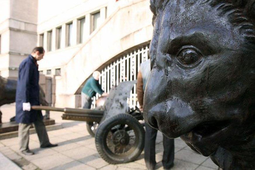 š Kaune esančio Vytauto Didžiojo Karo muziejaus eksponatai bus pervežti į Vilnių, kur veikia muziejaus Karo technikos ir transporto skyrius.