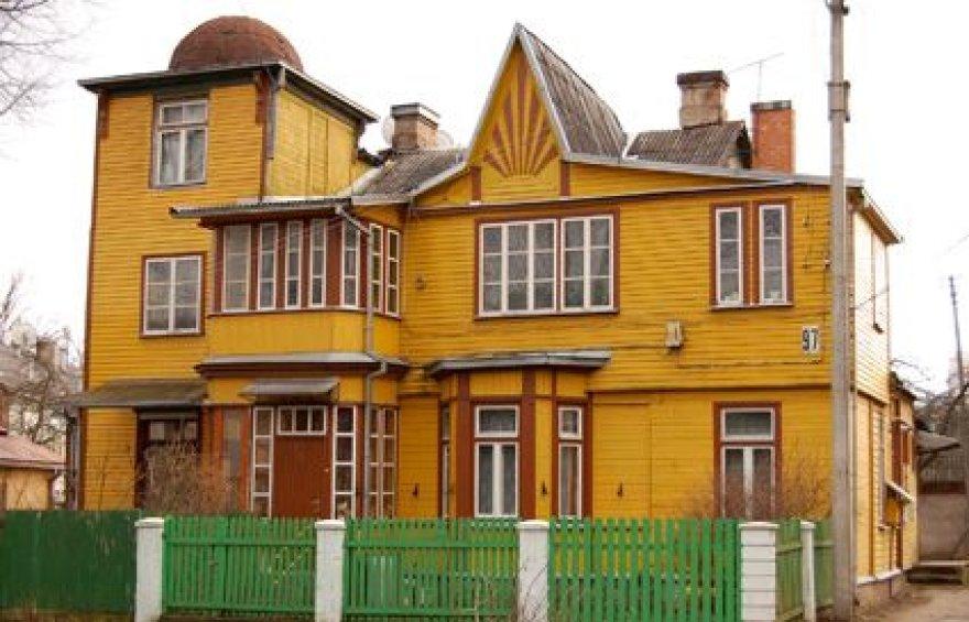 Medinių namų yra išlikę ir Žaliakalnyje.