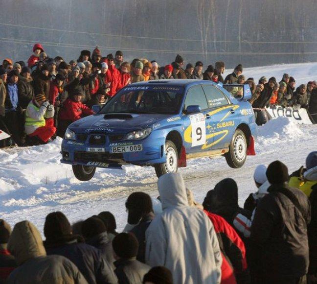 """Automobilių sporto gerbėjams – specialus """"15min"""" leidinys"""