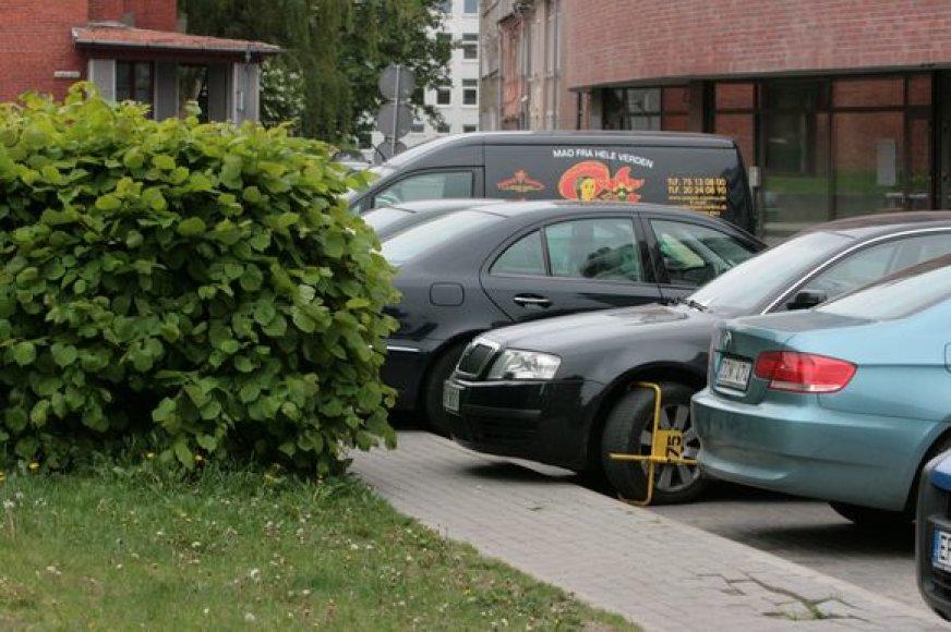 Per dieną užblokuojama apie dvidešimt automobilių. Kad sistema veiktų efektyviau, ketinama pasitelkti dar vieną pareigūnų ekipažą.