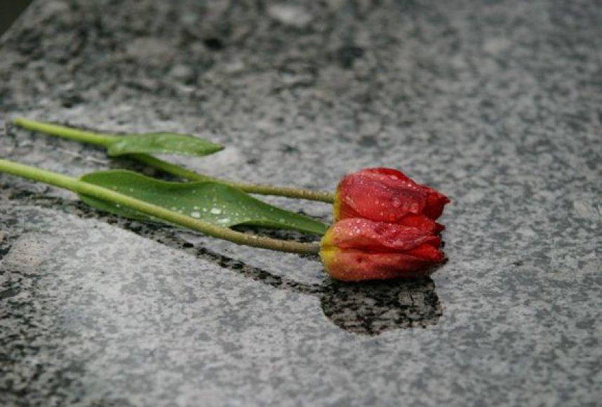 Anot laidotuvių organizatorių, sunkmečiu racionalumas nugali emocijas, vis mažiau svarbios tampa tradicijos.
