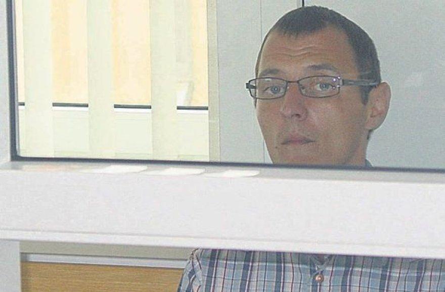 Daugybe nusikaltimų kaltinamas E.Svotas savo kaltę neigia.