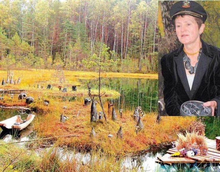Juodosios keramikos kūriniai gražiai derėjo su rudenėjančia gamta. Dailininkė T.Jankauskaitė įgyvendino ilgus metus puoselėtą svajonę.