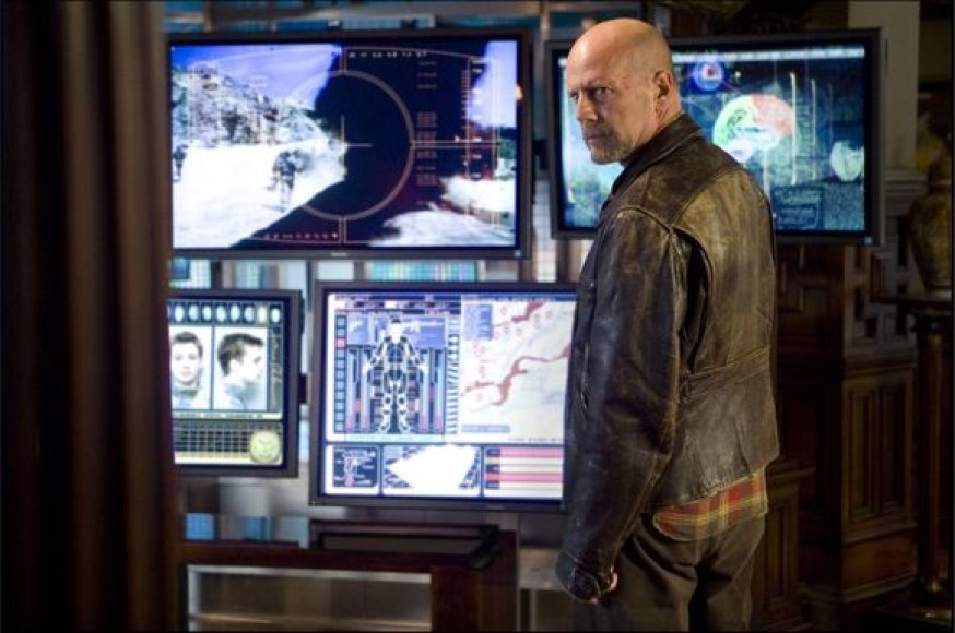 """Bruce'as Willisas filme """"Svetimas kūnas"""""""