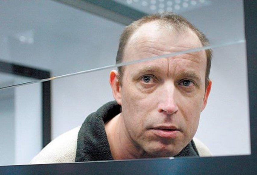 Išgirdęs, kad tyrimas dėl jam pareikštų kaltinimų atnaujinamas, A.Bartosevičius apsimetė esąs nustebęs.