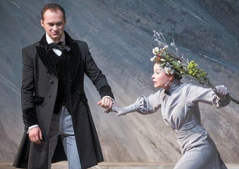 Tenoras E.Montvidas (Verteris) scenoje su Sofi vaidmens atlikėja Lauryna Bendžiūnaite.