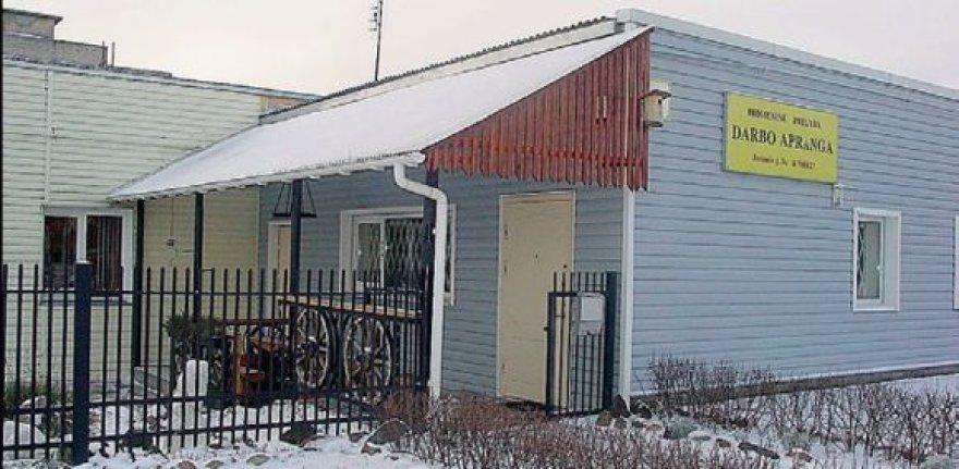 Moteris buvo subadyta peiliu vos pravėrusi šio pastato duris.
