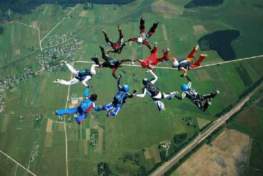 """Baltijos šalių moterų parašiutininkių komanda """"Smilė"""""""