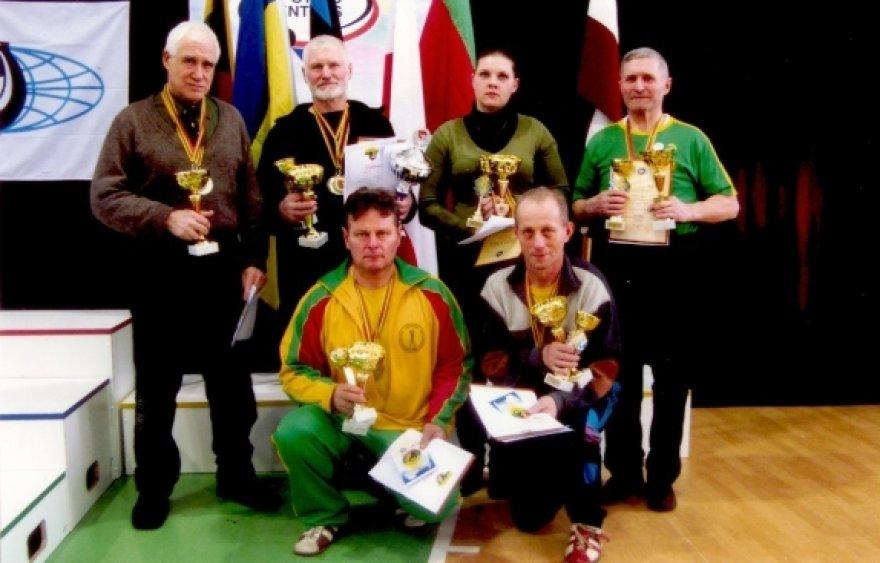 Lietuvos rinktinė: pirmoje eilėje iš kairės – B.Stankevičius, V.Pilibaitis, antroje eilėje iš kairės - R.Kupčinskas, P.Drazdas, V.Kelečiūtė, A.Vėjelis.