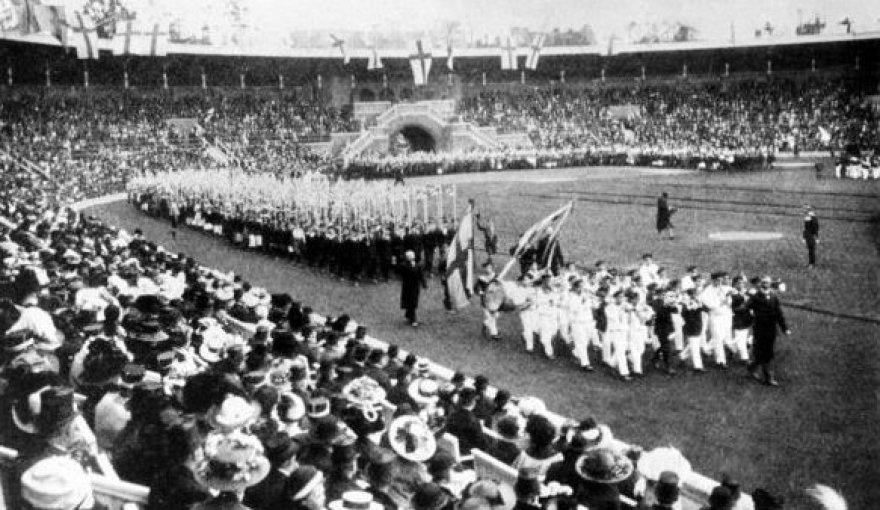 1912 Stokholmo stadione vyko 6 vasaros olimpinių žaidynių atidarymas