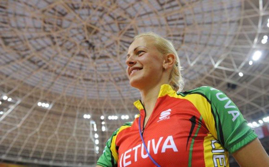 Kinijos sostinėje Pekine įvykusiame ketvirtajame 2008-2009 metų sezono pasaulio dviračių treko taurės varžybų etape tris aukso bei vieną sidabro medalį iškovojo Simona Krupeckaitė.