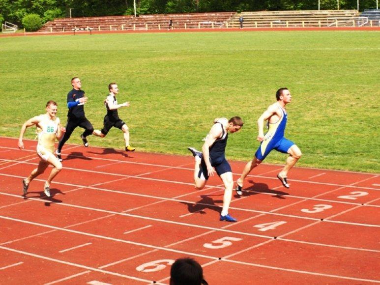 100 metrų bėgimo finišas