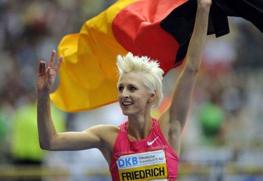 Ariane Friedrich švenčia pergalę ir naują Vokietijos rekordą