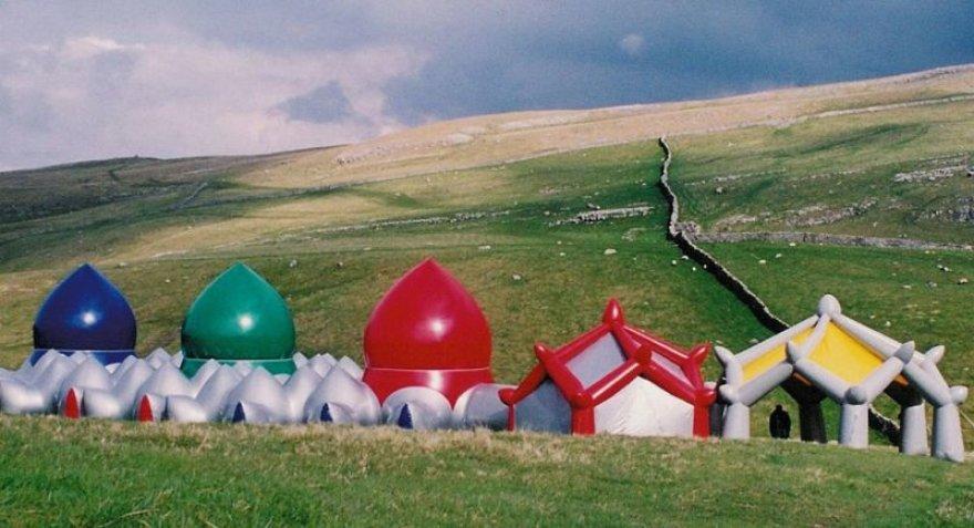 """""""Oro architektų"""" iš Jungtinės Karalystės oro pilys – luminariumai"""