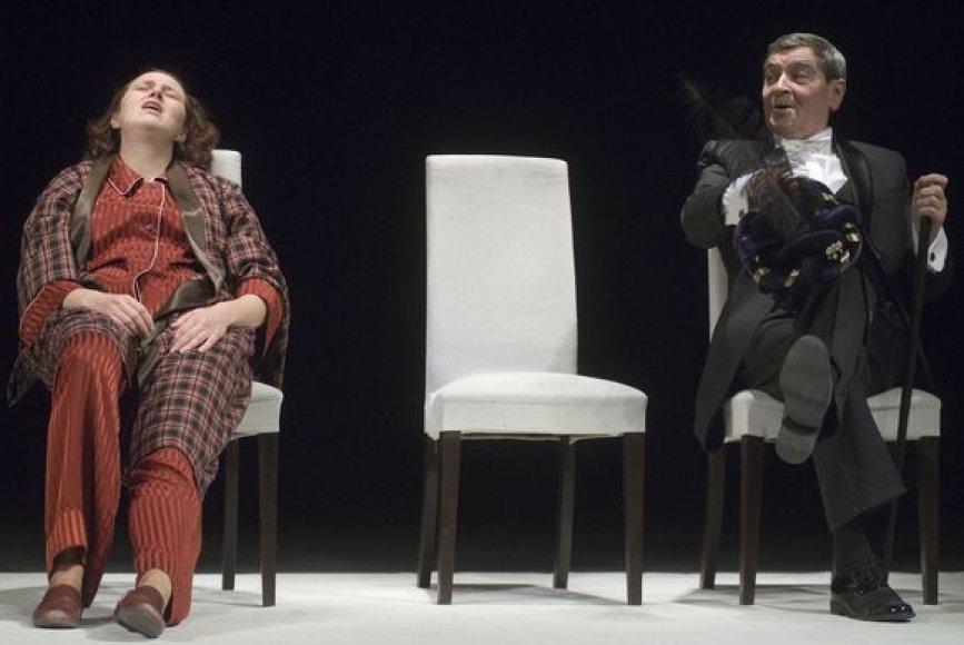 """Į didžiąją sceną sugrįš spektaklis """"Dviejų pasaulių viešbutis"""", kuris skiriamas pernai rugsėjį anapilin iškeliavusiam aktoriui Vladimirui Jefremovui atminti."""