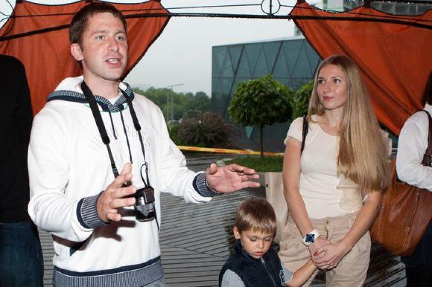 Egidijus Dragūnas su sūnumi Deividu ir mylimąja Eleonora
