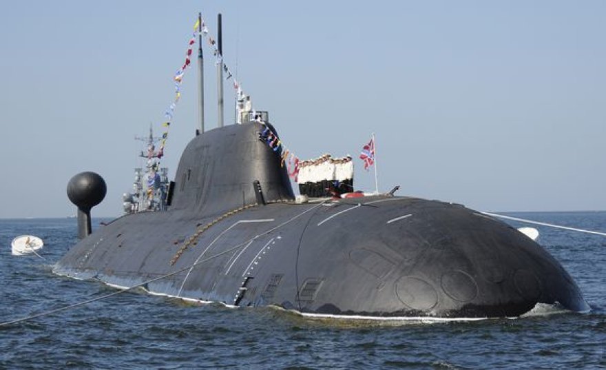 """Atominiame povandeniniame laive """"Nerpa"""" žuvo 12 žmonių."""