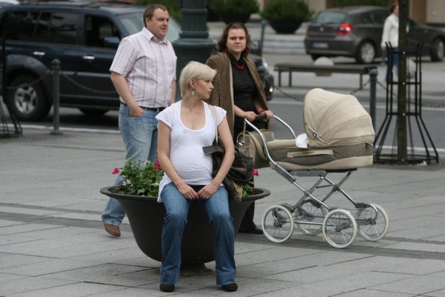 Į protesto akciją rinkosi ir būsimos mamos.