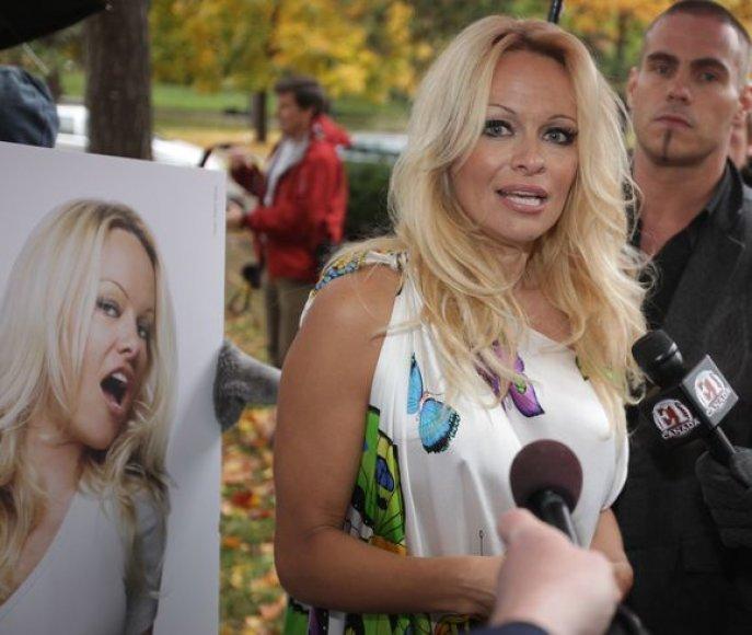 Pamela Anderson spaudos konferencijoje Toronte (Kanada)