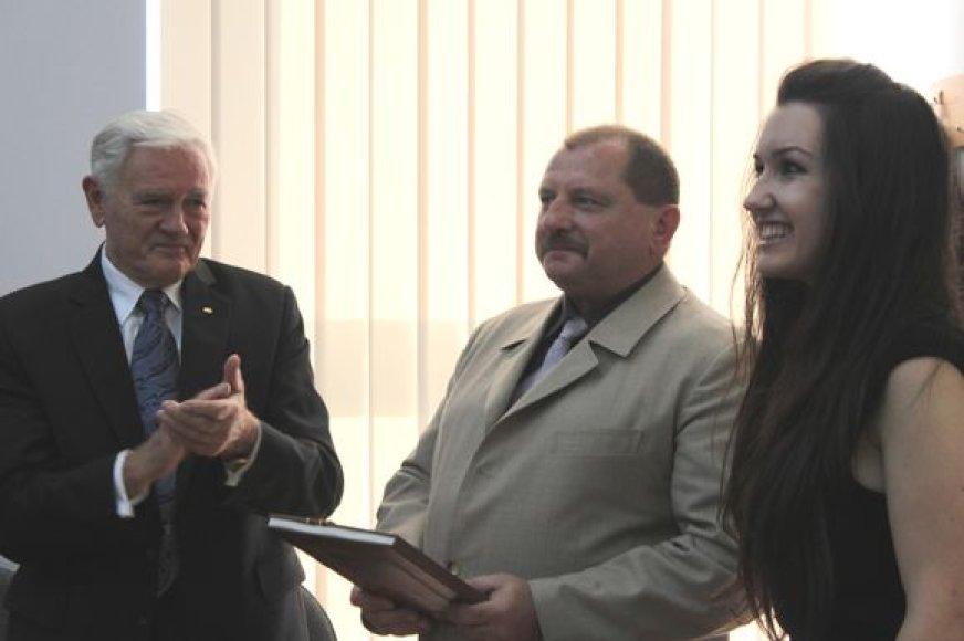 Konstitucijos dieną, Vilniaus universiteto Teisės fakultete buvo įteikta Konstitucijos taurė.