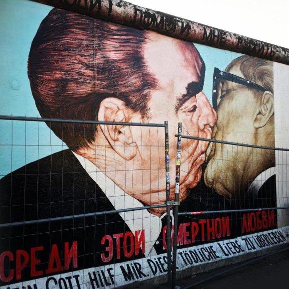 """15min/Kristinos Aksamitaitės nuotr. /Garsusis Berlyno sienos """"Bučinys"""""""