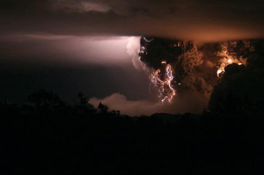 Kolumbijoje išsiveržė ugnikalnis.