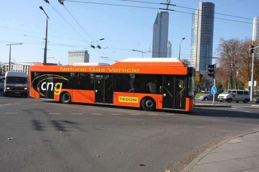 Ekologiški autobusai mieste važiuoja jau beveik pusmetį, tačiau projektas pakibo ant plauko – prokurorai aiškinsis, ar transporto modernizavimo sutartis buvo skaidri.
