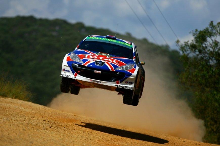 """Krisas Meeke nugalėjo """"De Curitiba"""" ralyje."""