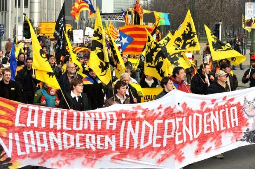 Per Briuselį šeštadienį žygiavo minia, kurioje buvo apie 2900 žmonių, kad pademonstruotų savo pritarimą Katalonijos siekiui tapti nepriklausoma nuo Ispanijos valstybe ir atkreiptų į tai tarptautinį dėmesį.