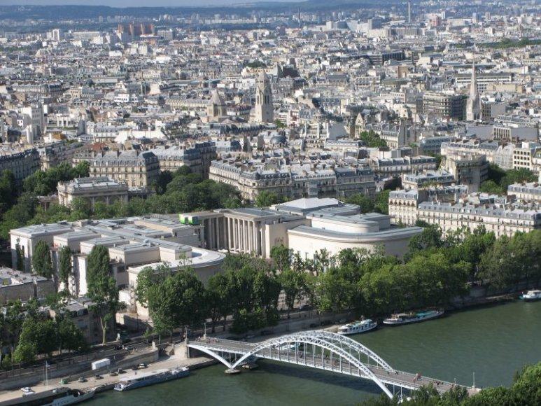 Prancūzijos sostinės vaizdas, atsiveriantis iš Eifelio bokšto.