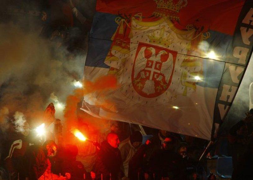 Serbijos futbolo rinktinės gerbėjai per rungtynes susirėmė su policija.