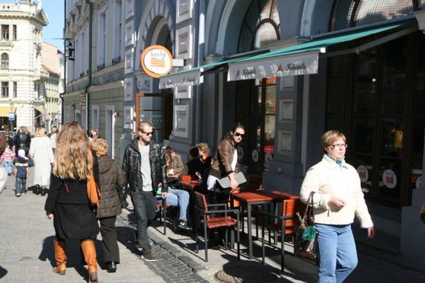 Miesto valdžiai panaikinus formalią kasmetinę lauko kavinių projektų derinimo procedūrą, verslininkai sako sutaupysią ir laiko, ir pinigų.