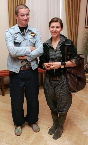 Anot dizainerės V.Simanavičiūtės, vienas iš moterų ginklų prieš sunkmetį – puošnumas.