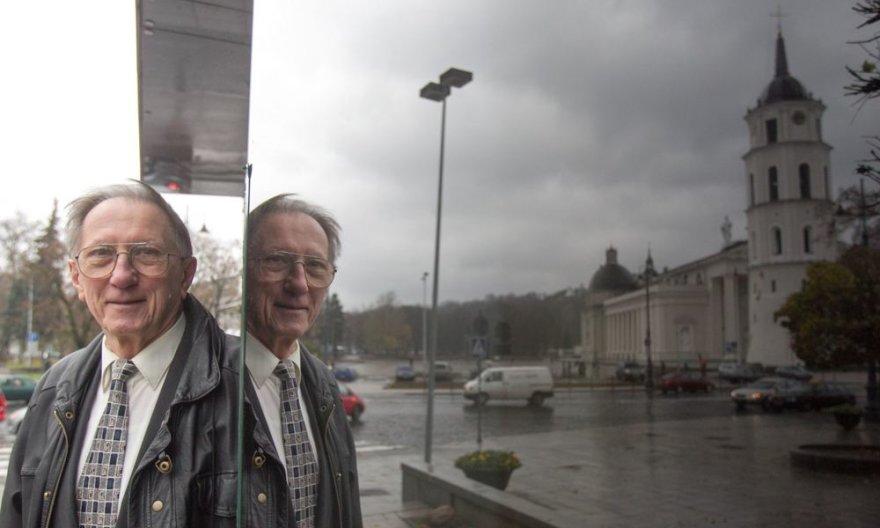 R.Kriaučiūnas iš profesijos – psichologas, iš pašaukimo – žurnalistas.