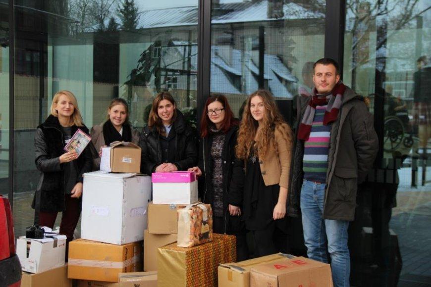 Almos Adamkienės labdaros ir paramos fondo remiamų bibliotekų lentynas papildys daugiau kaip 1000 moksleivių surinktų knygų.
