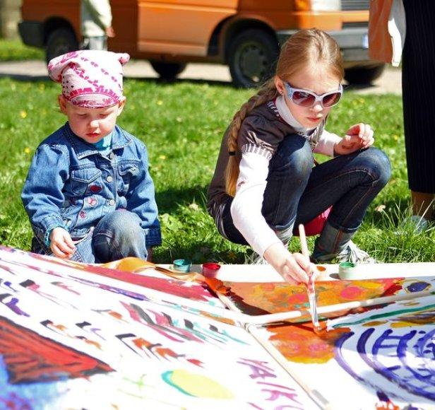 Gegužės 22-24 dienomis Vilniaus parkuose, skveruose ir aikštėse nuaidės šimtų vaikų juokas, o miestą nuspalvins meniškos atrakcijos.