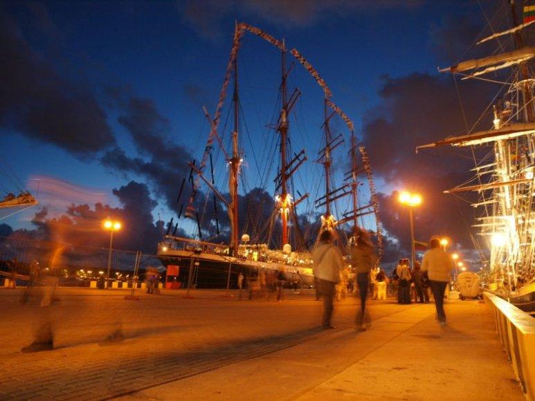 Klaipėdiečiai ir miesto svečiai džiaugiasi uostamiesčio švente.