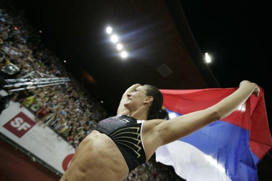 """Penktadienį Šveicarijoje vykusio penktojo Tarptautinės lengvosios atletikos federacijos (IAAF) """"Aukso lygos"""" varžybų etapo moterų šuolių su kartimi rungtyje rusė Jelena Isinbajeva 1 cm pagerino sau pačiai priklausiusį pasaulio rekordą."""