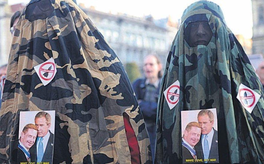 pač Čekijoje buvo aktyviai protestuojama prieš vyriausybės ir amerikiečių planus įkurti šalyje JAV karines bazes - dabar šio požiūrio šalininkai gali būti patenkinti.